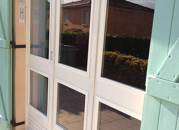 pr sentation vitrerie miroiterie lyonnaise pose reparation vitres entretien vitrage double. Black Bedroom Furniture Sets. Home Design Ideas